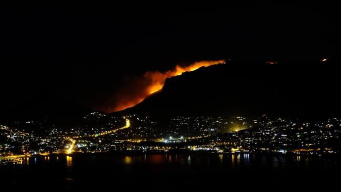 #12ApostlesFire - Hout Bay Night 00